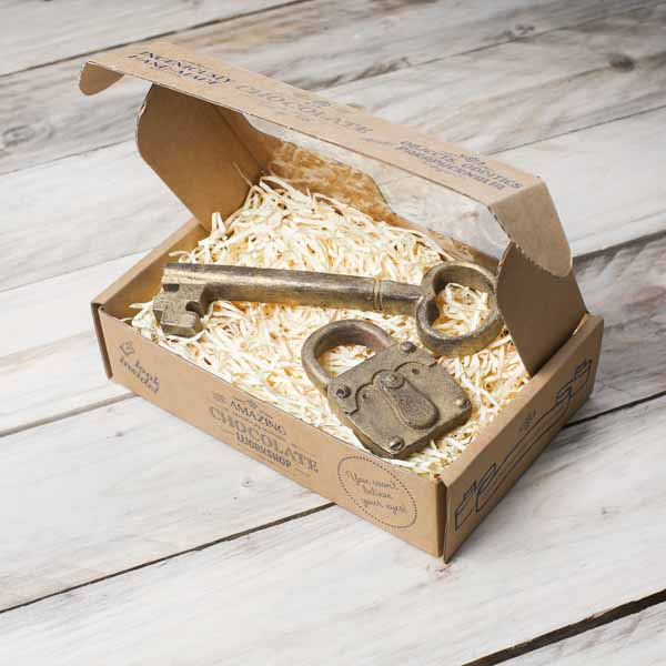 chocolate-key-padlock-gift-box-closed