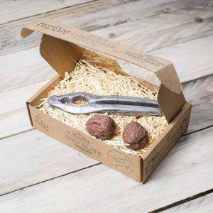 chocolate-nutcracker-walnuts-gift-box