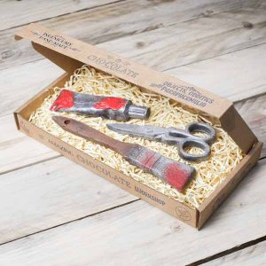 chocolate-paint-paintbrush-scissors-gift-set-red