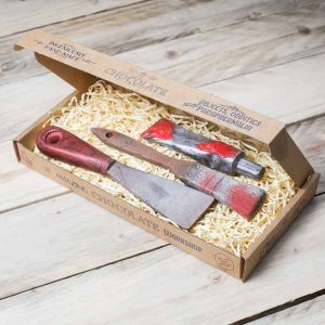 chocolate-paint-paintbrush-scraper-gift-set-red